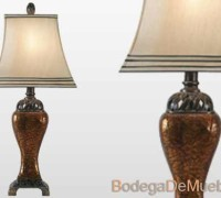 Lámpara para Recámara de poliresina y pantalla rectangular tipo campana de tela suave beige satinada