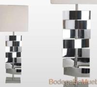 Lámpara para Sala diseñada en hojas metálicas cromadas de formas curvas rotables para acomodarlas a su gusto y con pantalla cuadrada de tela blanca sobre estireno