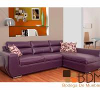 Sofá con chaise morado
