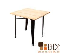 Mesa cuadrada minimalista estilo industrial de madera natural